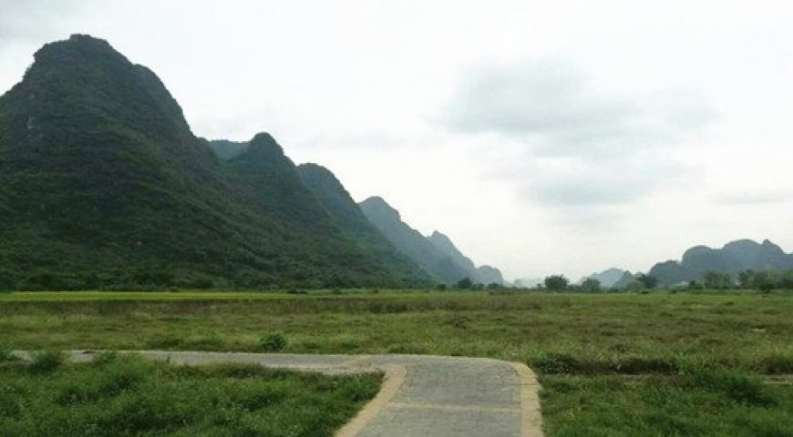 Yangshuo Cycling (550 x 360)